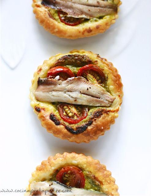 Hojaldre de sardinas con pesto y tomate cherry-1