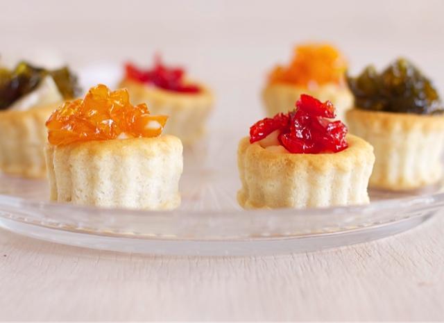 Canap s de queso brie con pimientos confitados - Como hacer mermelada de pimiento ...